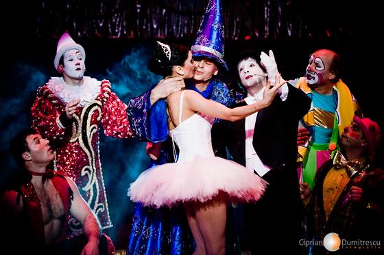 Clovini si balerina la Circul Bucuresti