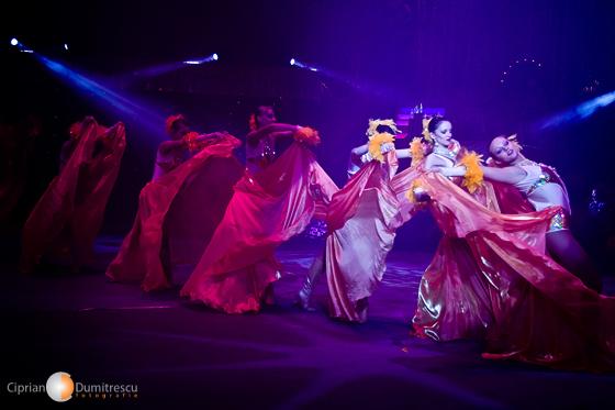 Dansatoare la Circul Bucuresti