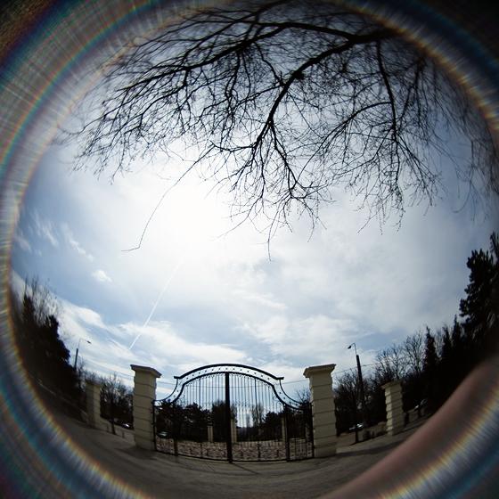 Soare mijind printre nori in Parcul IOR