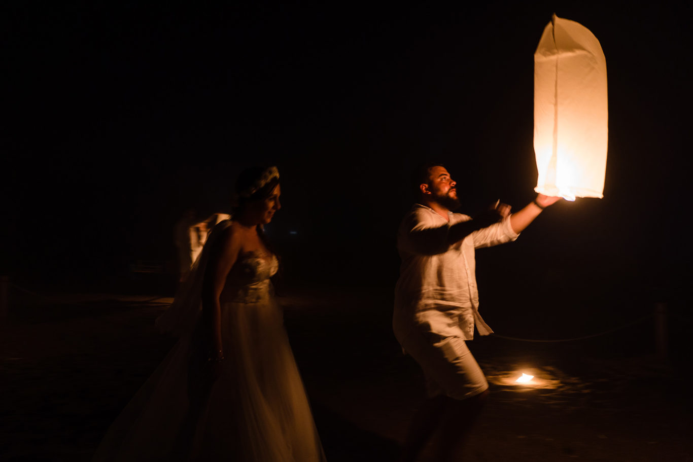 Lampioane de nunta pe plaja | fotograf nunta Ciprian Dumitrescu