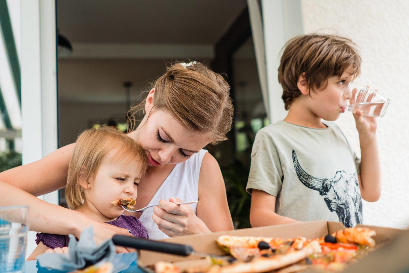 Hranim copii inainte de nunta