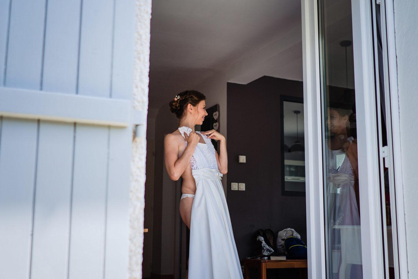 Se imbraca mireasa pentru nunta in Alpii Francezi