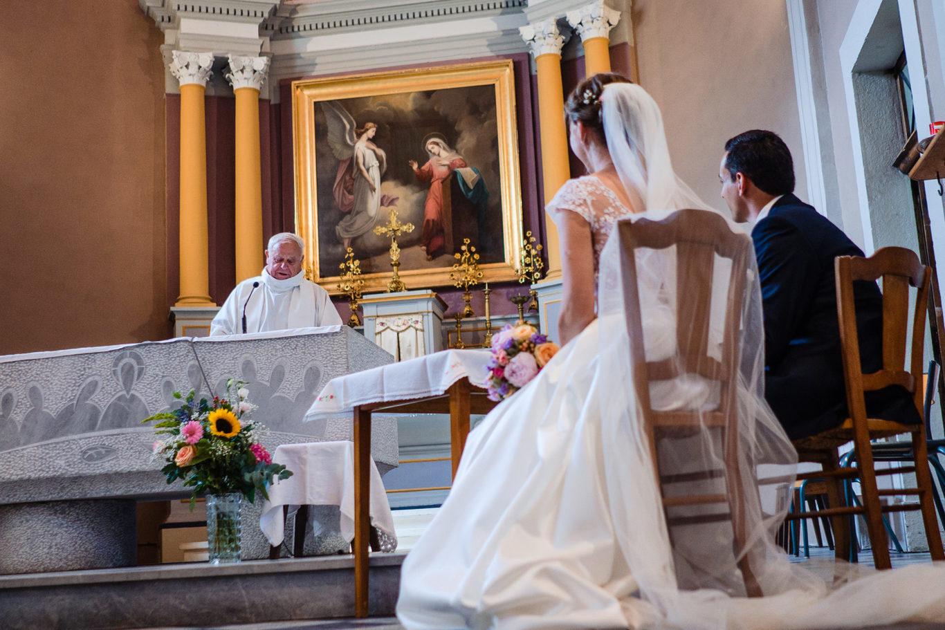 Ceremonie religioasa catolica la nunta in ALpii Francezi